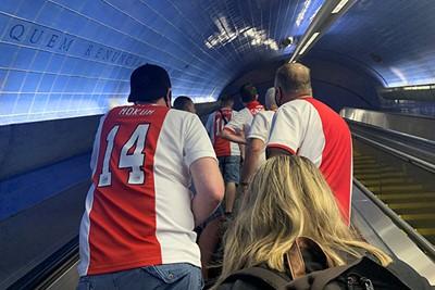 Ajacieden gaan ondergronds voor de tocht naar het stadion © Ajax Life