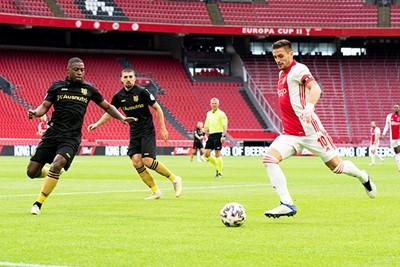 Tadic is dit keer onwijs in zijn element vanaf links. © Pro Shots