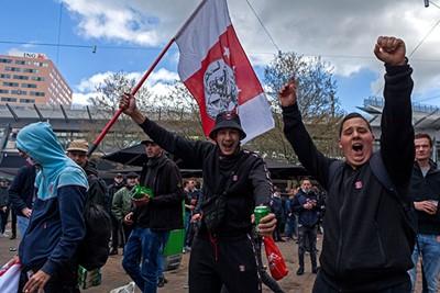 Buiten het stadion wordt het kampioensschap ook goed aangenomen. © De Brouwer