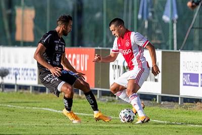Martínez oogt wat onwennig als linksback. Geeft niet. We onthouden het wel. © Pro Shots