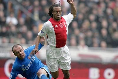 2006/07: Geen strepen, mooie rode baan. Dit vinden we fijn, hoor! © AFC Ajax