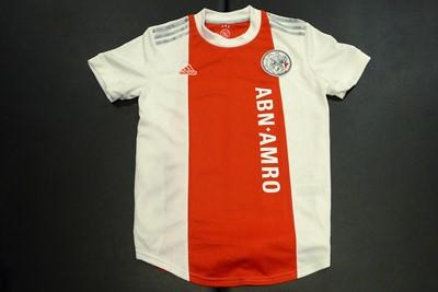 Kijk, er is ook een getailleerd damesshirt! © Ajax Life