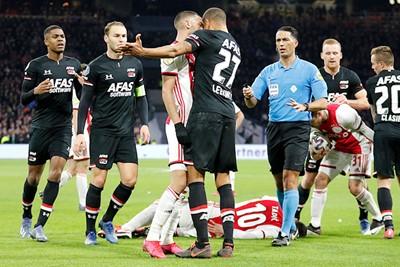 Je hoopt dat de wedstrijd hierna ontbrandt, maar nee... © De Brouwer