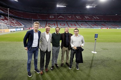 MUNCHEN, 01-10-2018, Allianz Arena, season 2018 / 2019, Champions League football. Ajax trains in Munchen in preparation of the game against Bayern. Class of 95 with Edwin van der Sar,  Louis van Gaal , Ronald de Boer , Danny Blind and Marc Overmars