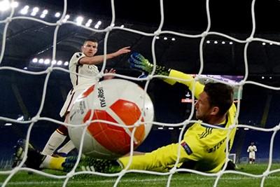 Maar dan... Pats. 1-1. Dzeko. Ajax moet op jacht naar een verlenging. Of meer. © Pro Shots
