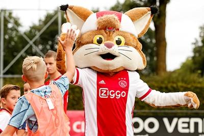Geen Ajax Kids Tour zonder Lucky! © Pro Shots