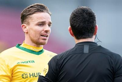 Rienstra vraagt waarom Ajax de bal niet uitspeelde, maar zijn ploeg deed dat zelf ook niet. © Pro Shots