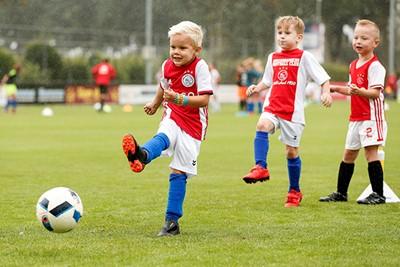 Nou ja, een schop tegen de bal is altijd goed. © Pro Shots