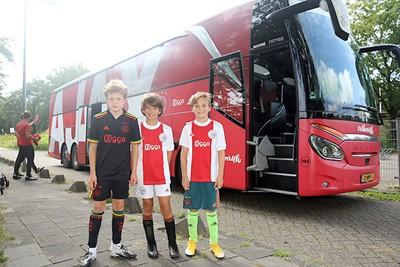 De magie van de spelersbus is er altijd! © De Brouwer