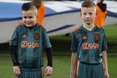 Thermoshirtje is een goed idee, maar evengoed is het fris hoor! © Ajax Kids Club