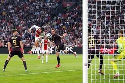 Álvarez breekt de ban met de belangrijke openingstreffer. © De Brouwer