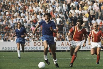 Maar ook gewoon buitenkantje voet, in dit geval tegen MVV. © SV Ajax / Guus de Jong