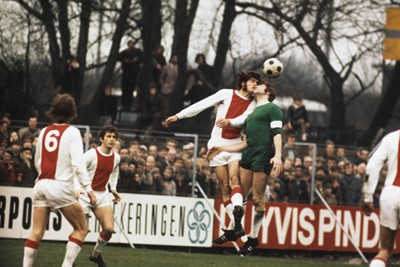 Hulshoff won toch de meeste kopduels, ook hier tegen Sparta. © SV Ajax / Guus de Jong
