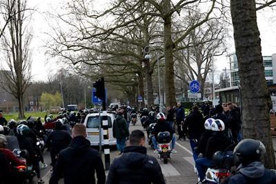 We gaan scooteren! © De Brouwer