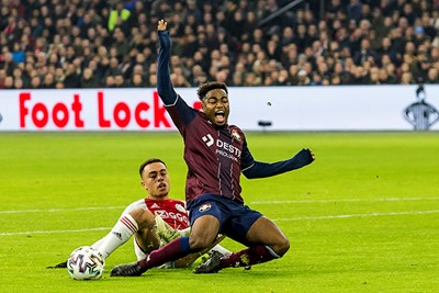 AMSTERDAM - 06-12-2019, Johan Cruijff Arena Dutch football, Eredivisie season 2019-2020. Ajax player Sergino Dest, Willem II player Che Nunnely, penalty during the match Ajax - Willem II.