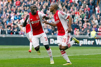 2013/14: Juichen met De Sa en Serero. © AFC Ajax