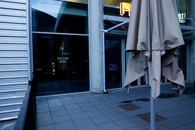 Nee, jullie zijn niet open! © De Brouwer