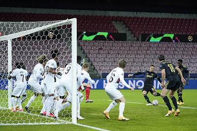 Dit is een tamelijk uniek tafereel in de Champions League! © Pro Shots