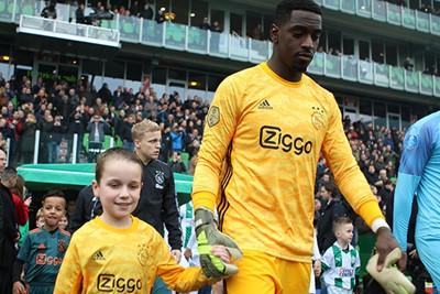 Onana was geblesseerd en dus mocht Varela keepen. © Ajax Kids Club