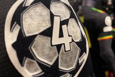Met deze badge gaat Ajax de Champions League in. © Ajax Life