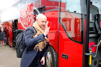 Na een training in Amsterdam koerst de bus richting Schiphol. © De Brouwer