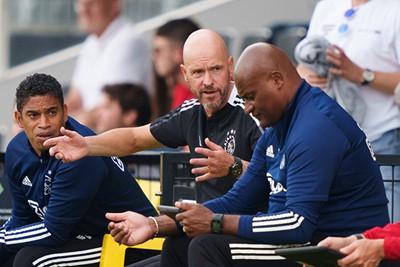 Zijn Paderborn-collega won het, maar ook Ten Hag was vocaal aanwezig. © AFC Ajax