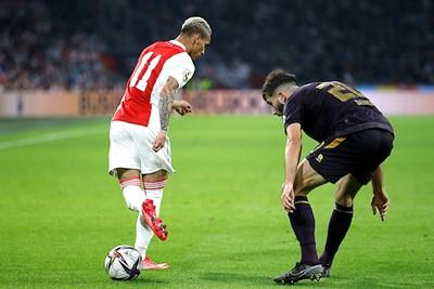 Antony snapt heel goed dat voetbal vooral vermaak is! © De Brouwer