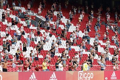 Als je eindelijk de Ajaxmarsch weer hoort in het stadion! © De Brouwer