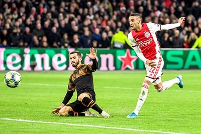 AMSTERDAM, 10-12-2019 , JohanCruyff Arena, season 2019 / 2020 of the UEFA Champions League between Ajax and FC Valencia. Shot on goal of Ajax player Hakim Ziyech