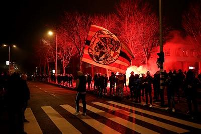 Heel tof om te zien dat supporters contact zoeken met de spelers! © De Brouwer