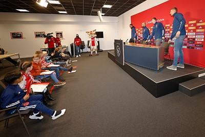 Daar zijn de spelers, kom maar op met al die vragen! © Pro Shots