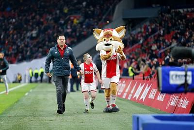 Gezellig met Lucky nog een rondje stadion doen. © De Brouwer