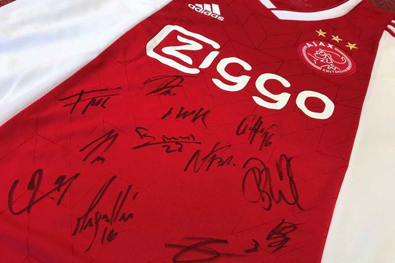 lees-ajax-life-20-en-win-shirt-met-handtekeningen-1200