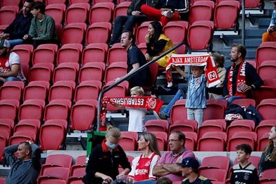 Gelukkig zorgen de klanken van de Ajax Marsch als vanouds voor enthousiasme. © De Brouwer