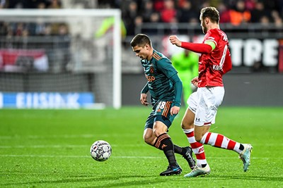 ALKMAAR, 15-12-2019 , AFAS Stadium, Dutch Football Eredivisie Season 2019 / 2020. AZ - Ajax . Ajax player Razvan Marin (L), AZ player Teun Koopmeiners (R)
