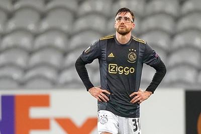 Tagliafico en de bril worden geen vrienden, zeker niet na die ene terugspeelbal... © Pro Shots