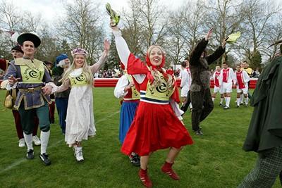 FC Sprookjesbos viert een historische overwinning op de Ajacieden. © Ajax Images