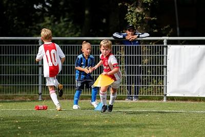 Word dit de nieuwe aanvoeder van Ajax? Let maar op Dusan! © De Brouwer