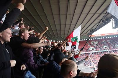 Juichen, eindelijk! Want wat voetbalt Ajax matig... © De Brouwer