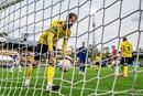 VVV-supporters verteren 0-13 met cameraploeg en shotje per tegengoal