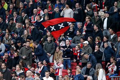 Ook op de tribunes wordt de 2-0 goed aangenomen! © De Brouwer