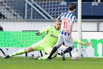 Hier zien we Scherpen voorkomen dat Heerenveen de score verdubbelt. © Pro Shots