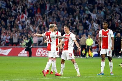 Antony heeft zojuist op prachtige wijze de 2-0 op het scorebord gebracht. © De Brouwer