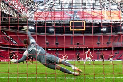 Kijk, zo neem je een penalty. Bam! © Pro Shots