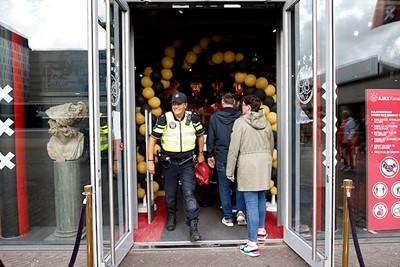 Het schijnt dat tegenwoordig zelfs diensten onder Ajaxtijd populair zijn! © De Brouwer