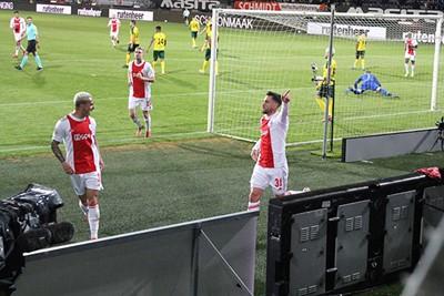 Heujjjj, Nico bleef in Amsterdam en Nico scoort. © Ajax Life