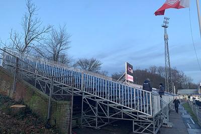 De extra tribune zorgt voor een flinke uitbreiding van het stadionetje. © Ajax Life